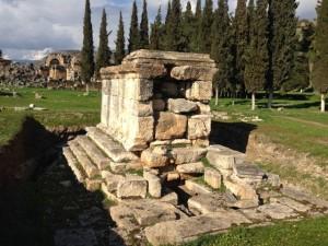 Pedestal tomb
